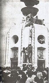 170px-the_first_fatality_of_the_october_14_incident_being_winched_atop_the_democracy_monument