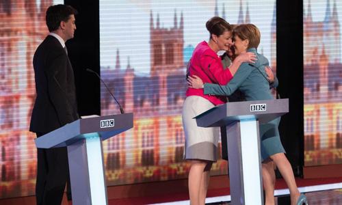 เลือกตั้งอังกฤษ:  ประชาชนสก็อตแลนด์เบื่อหน่ายพรรคกระแสหลัก  แต่ในอิงแลนด์ขาดพรรคทางเลือกใหม่