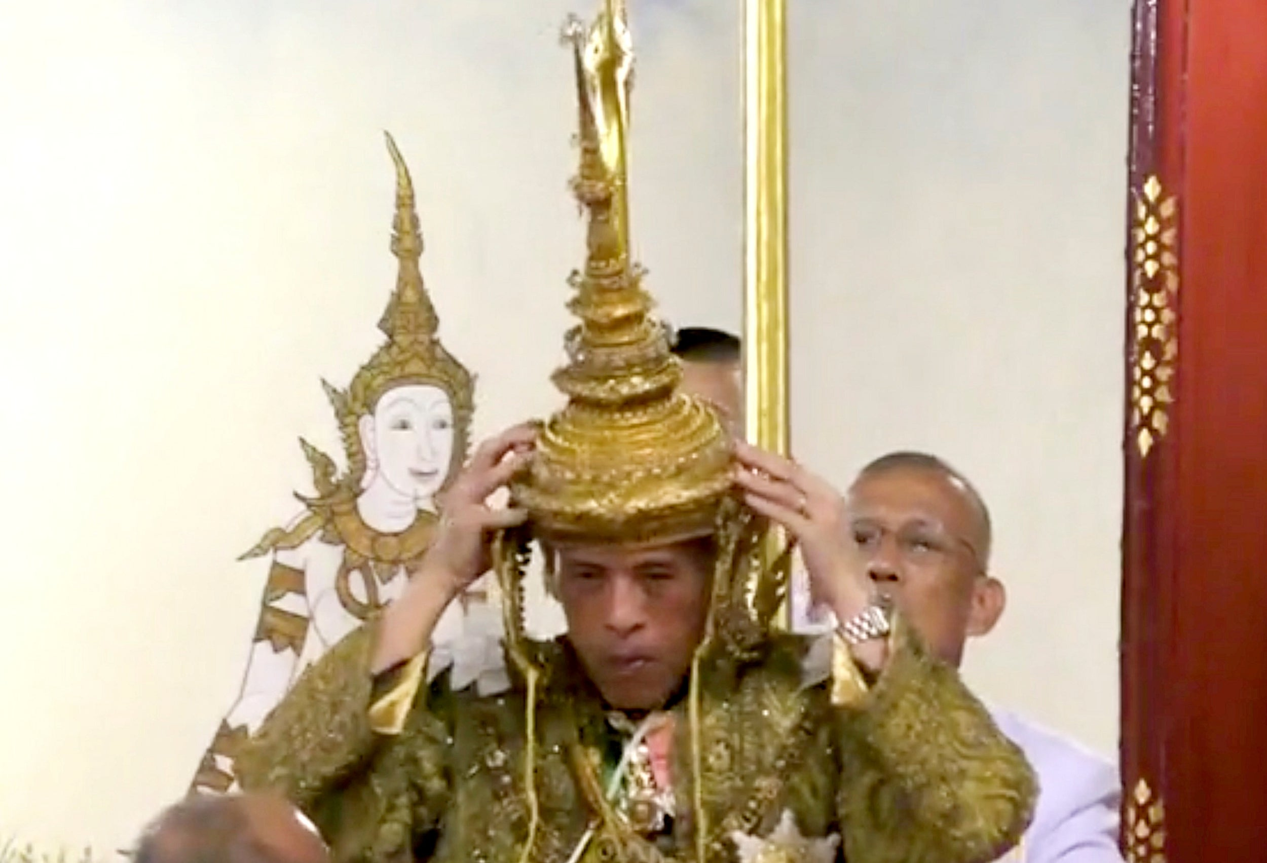 2019-05-04T072632Z-948315276-RC1EE0951570-RTRMADP-3-THAILAND-KING-CORONATION